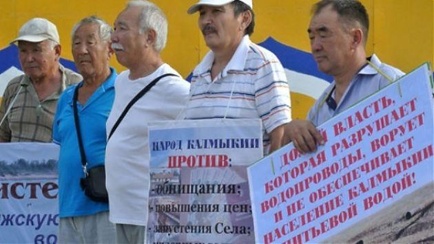 Протестующие на митинге в Элисте потребовали отставки Орлова